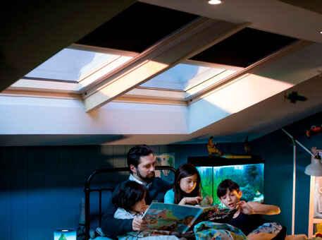 Окно Velux Integra на дистанционном управлении деревянные со шторами