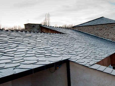 Фото: Сланцевая крыша с дикой кладкой Granel-Irregular